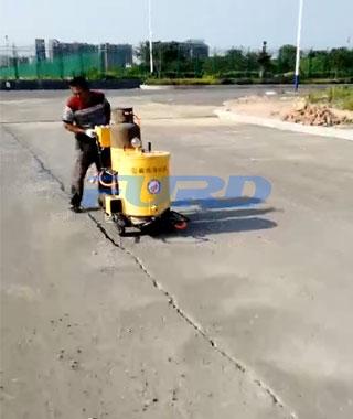 小型沥青灌缝机现场施工视频